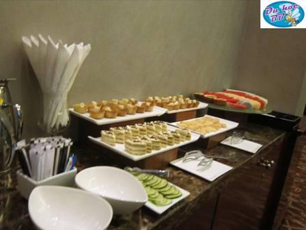 Dao đa năng Thụy Sĩ, đồng hồ Thụy Sĩ, schocolate Thụy Sĩ đã được tặng tại hội thảo Du học Thụy Sĩ