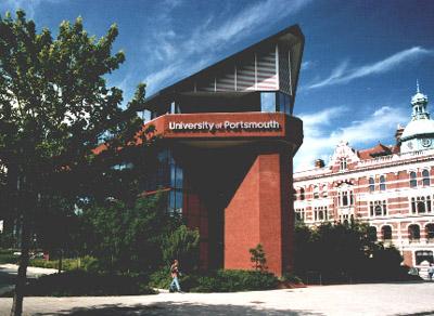 Du học Anh: trường ĐH Portsmouth: học bổng và hỗ trợ đặc biệt chương trình cử nhân và thạc sĩ.